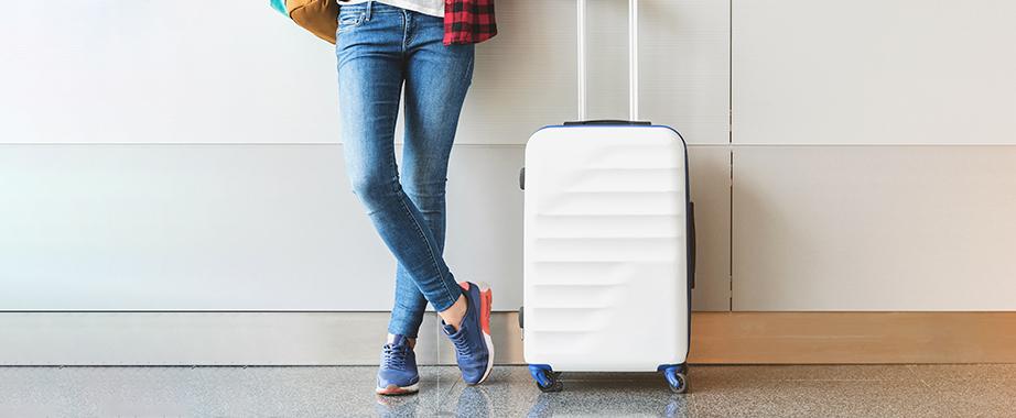 Новое поступление чемоданов, сумок, палантинов и зонтиков к сезону отпусков