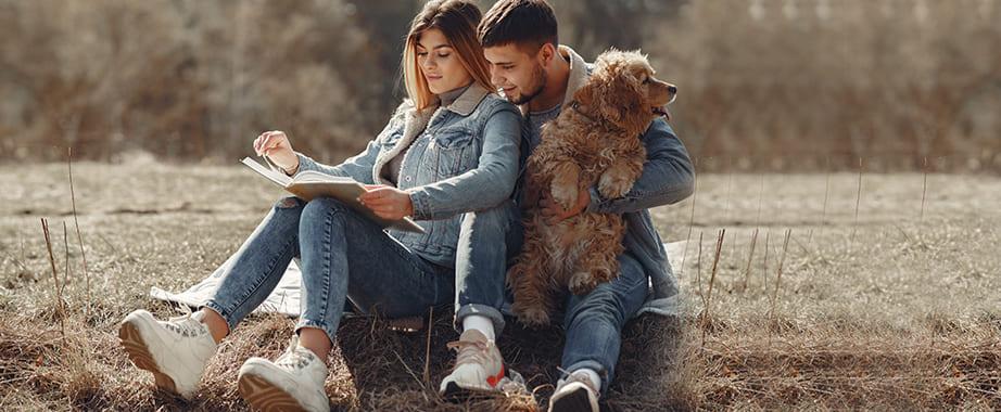 Трендовые модели джинсов и брюк для него и для неё