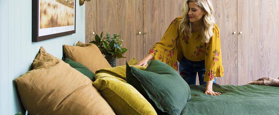 Комплекты постельного белья, полотенца, одеяла, подушки, покрывала, пледы, скатерти