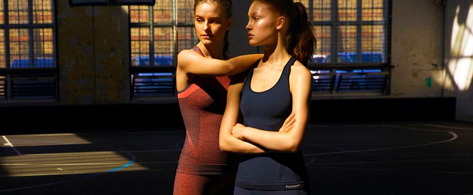 Суперраспродажа коллекций яркой спортивной одежды и обуви