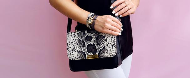 Розпродаж різноманітних моделей стильних сумок