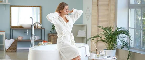 Ванная комната: махровые полотенца, халаты, коврики для ванной, аксессуары