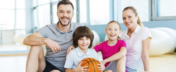 Великий вибір різного спортивного одягу для всієї родини