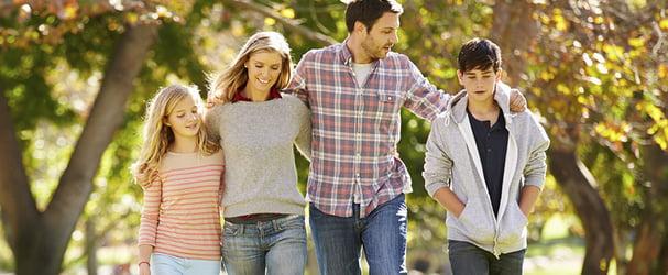 Большой выбор красивой одежды для всей семьи