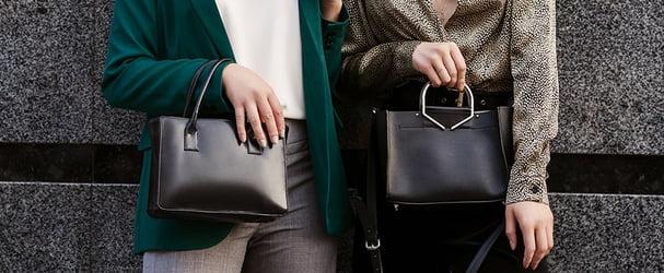 Розпродаж італійських сумок та гаманців відмінної якості