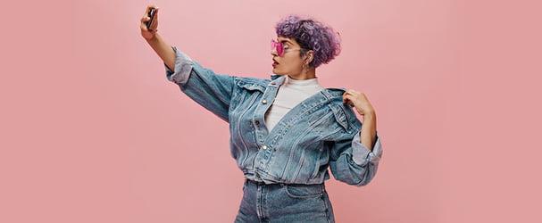 Стильные джинсовые изделия для модного образа по суперценам