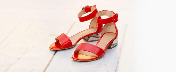 Розпродаж колекції шкіряного взуття: черевики, балетки, босоніжки