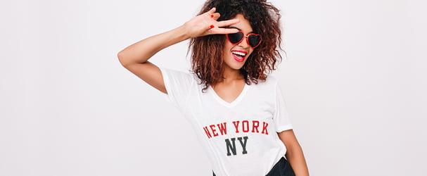 Отличные скидки на стильные футболки и платья на любой вкус