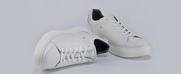 Розпродаж шкіряного взуття: туфлі, кеди, босоніжки