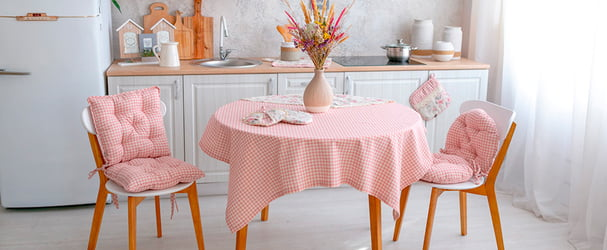 Уют на кухне: прихватки, скатерти, фартуки, кухонные полотенца