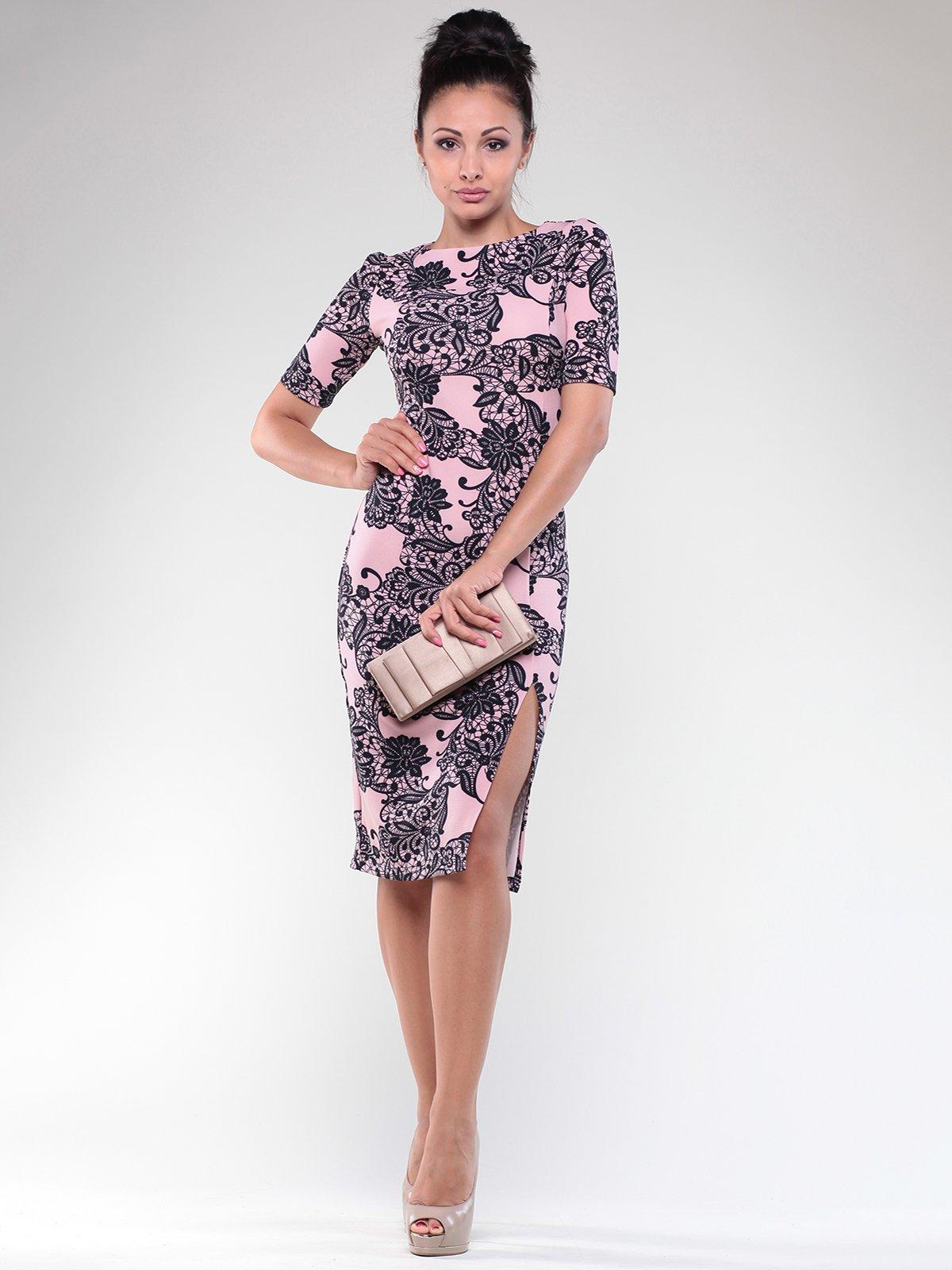 Сукня персиково-чорна в принт | 1822762