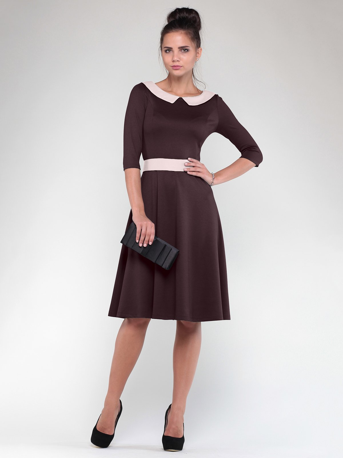 Сукня шоколадного кольору з бежевим оздобленням   1832198