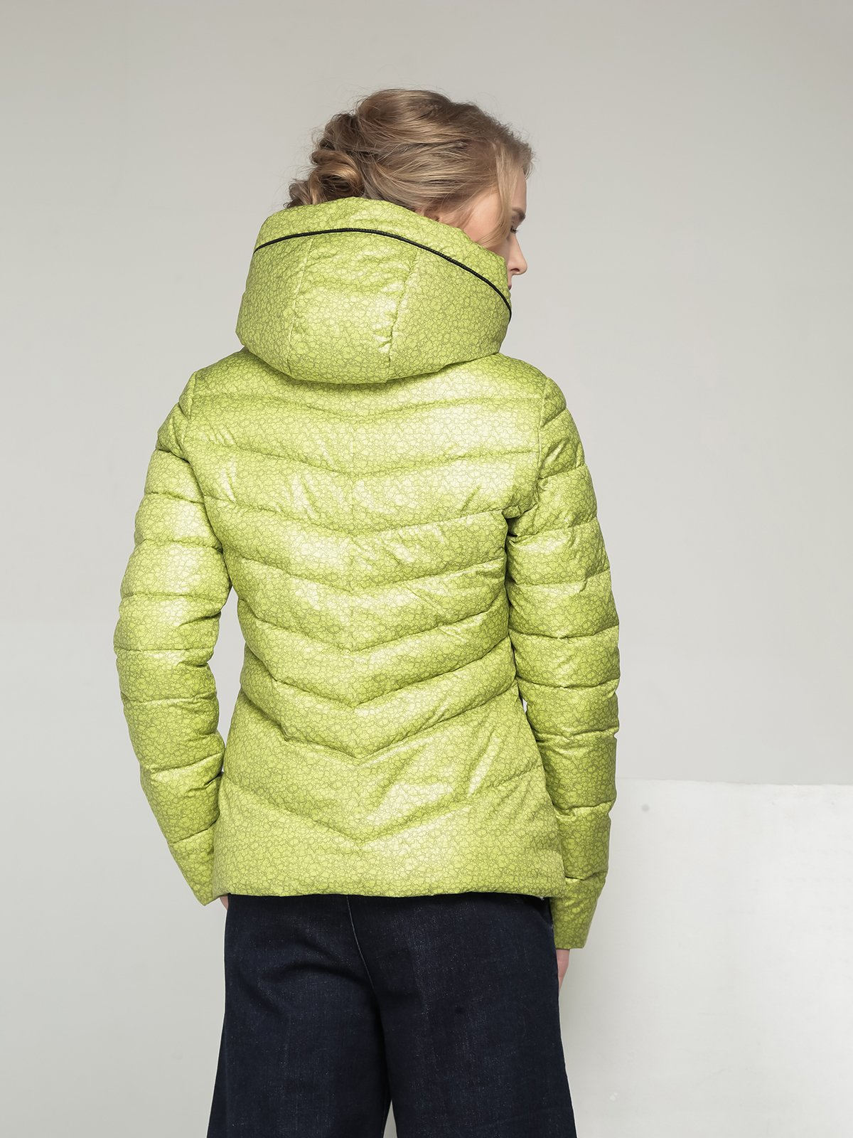Куртка лимонного кольору в принт | 2107000 | фото 3