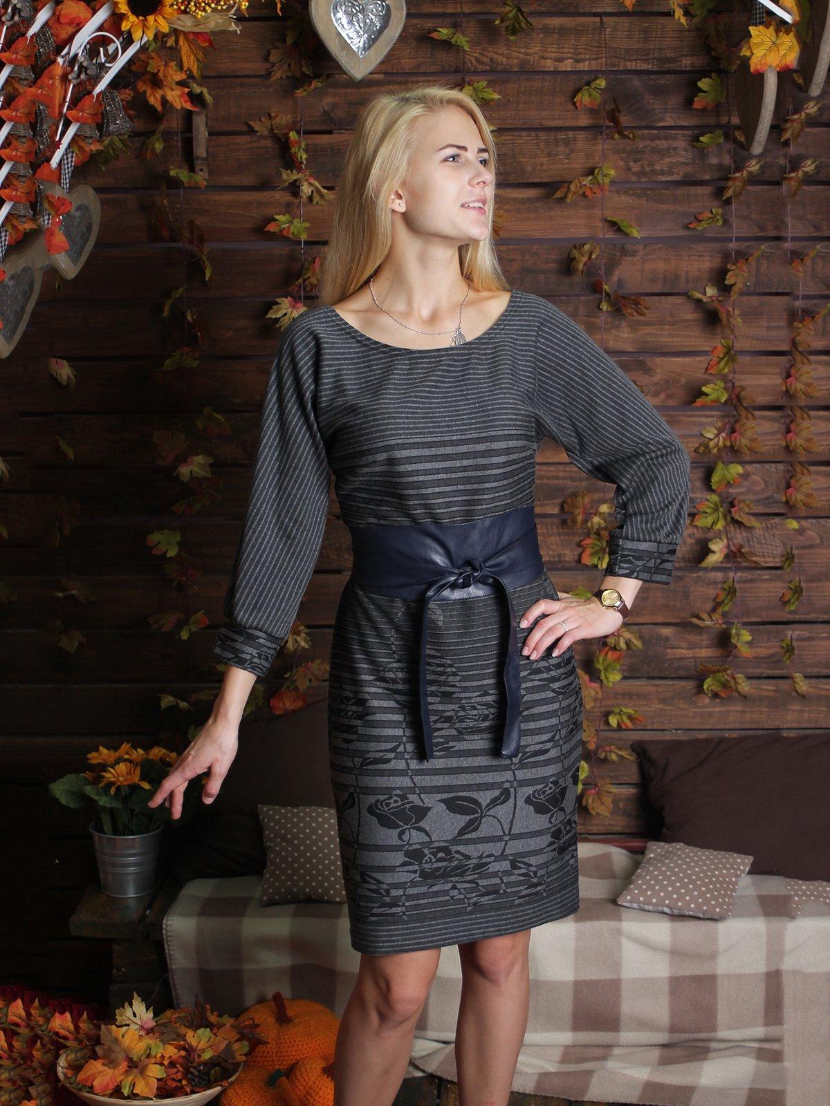 Платье серое в полоску и с принтом | 2278997