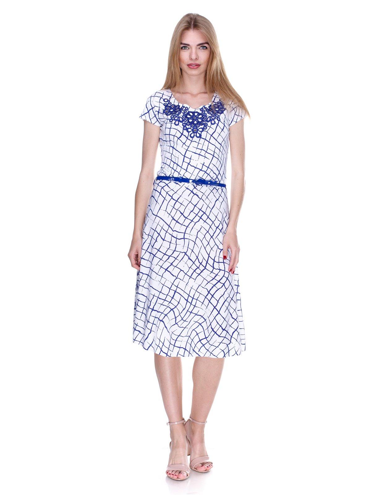 Платье бело-синее в принт | 2302433