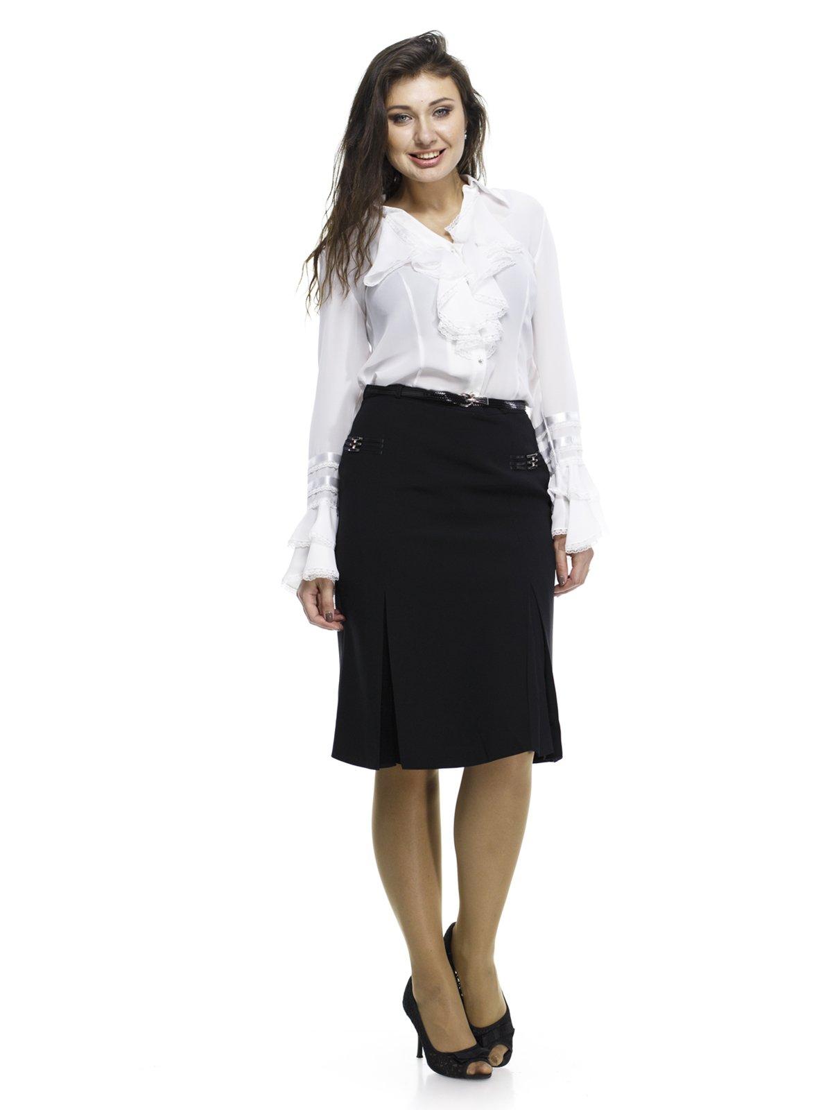 95b6fe28214 Блуза белая со стилизованным жабо и оборками — Abak