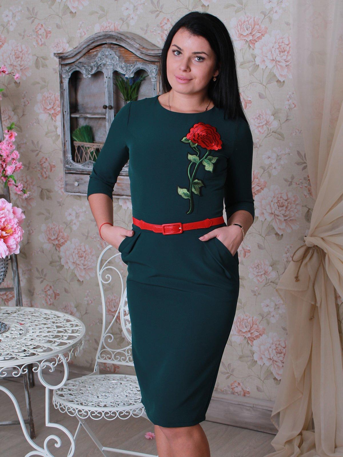 Платье зеленое с аппликацией   2834118