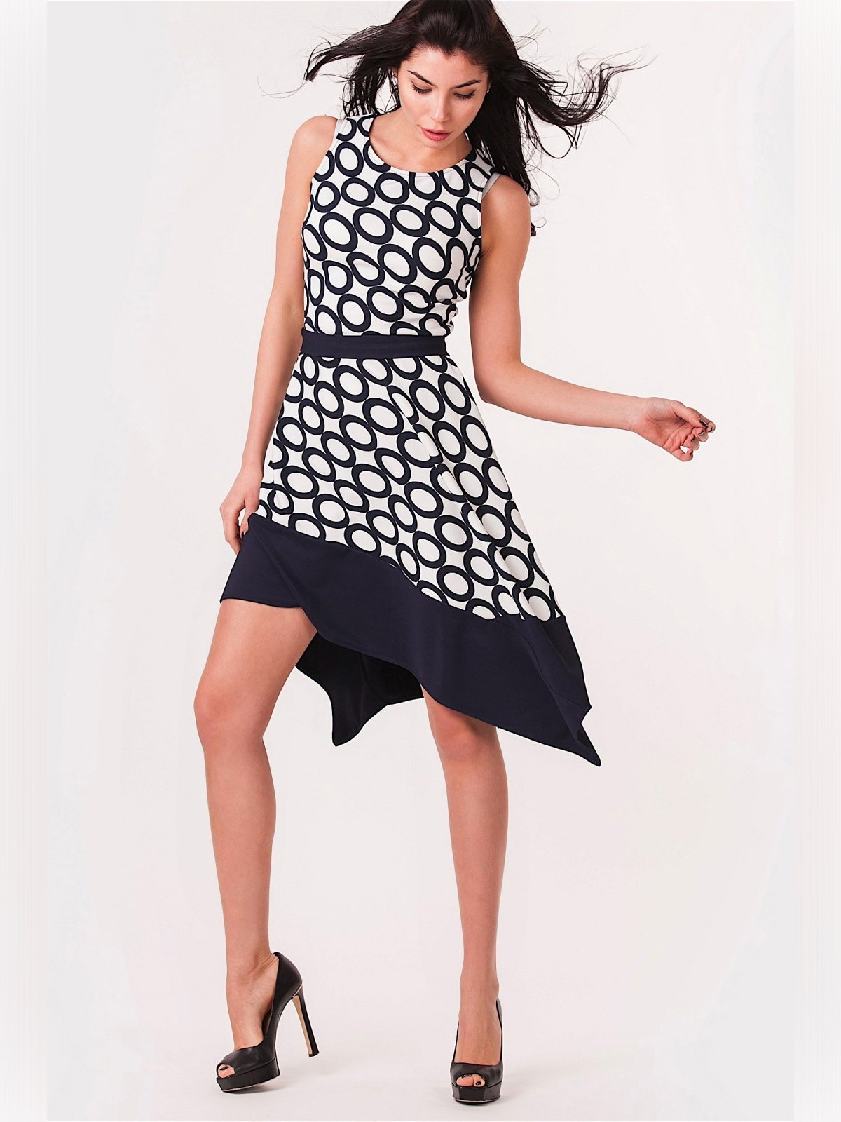 Платье черно-белое с принтом | 3343384 | фото 3