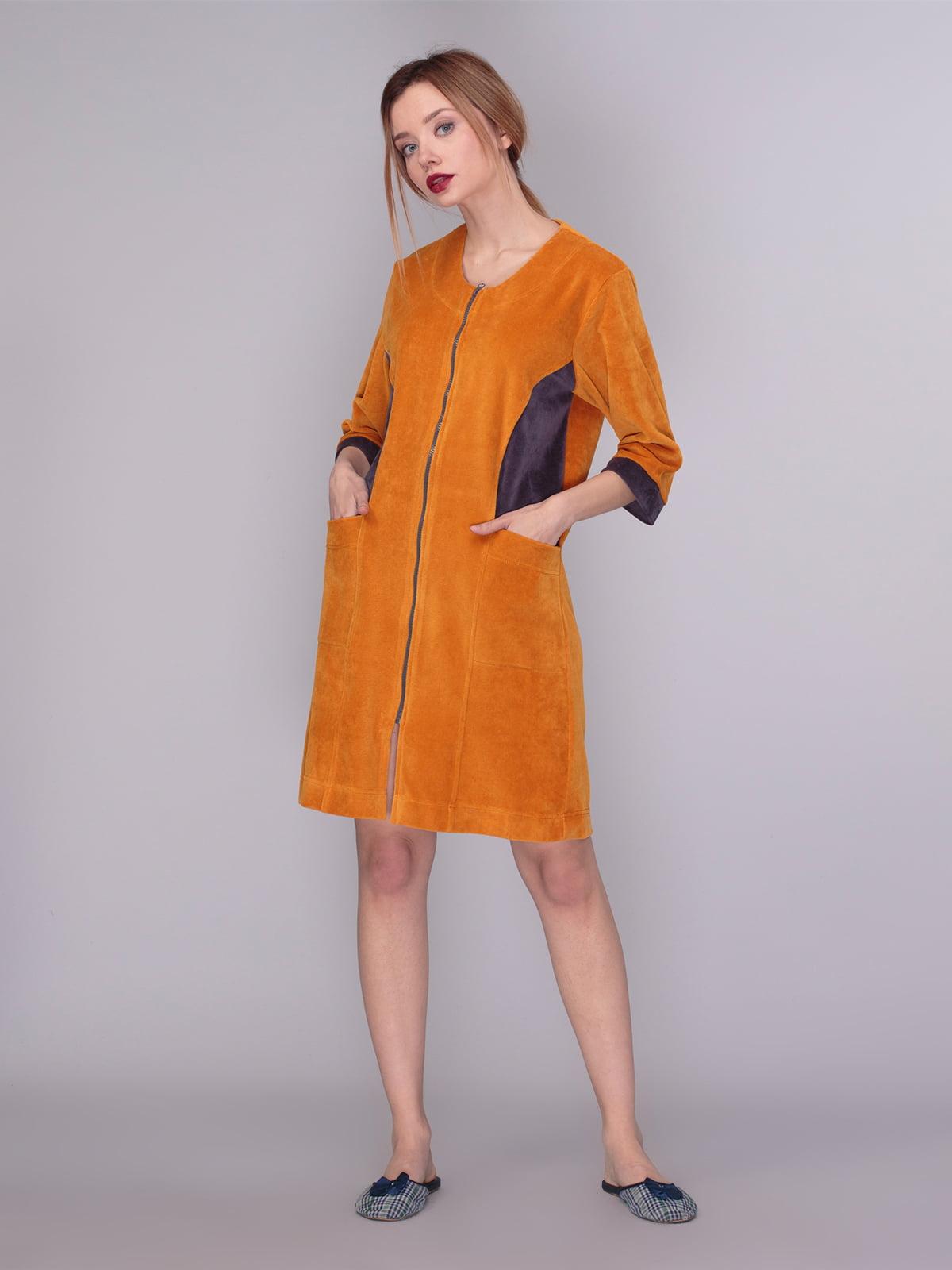 Халат горчичного цвета  с контрастными вставками | 4083711