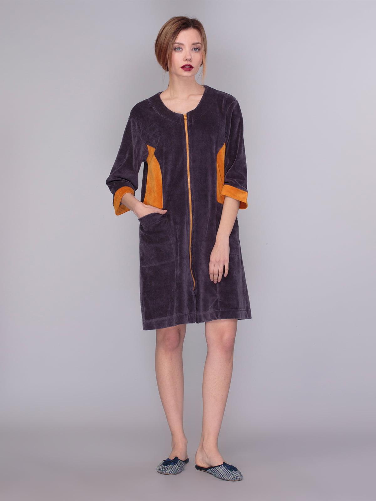 Халат фиолетово-коричневого цвета с контрастными вставками | 4083709