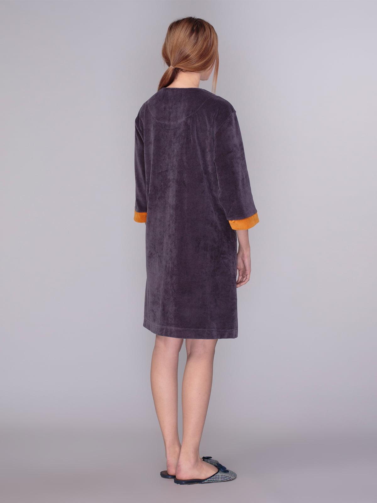 Халат фиолетово-коричневого цвета с контрастными вставками | 4083709 | фото 2