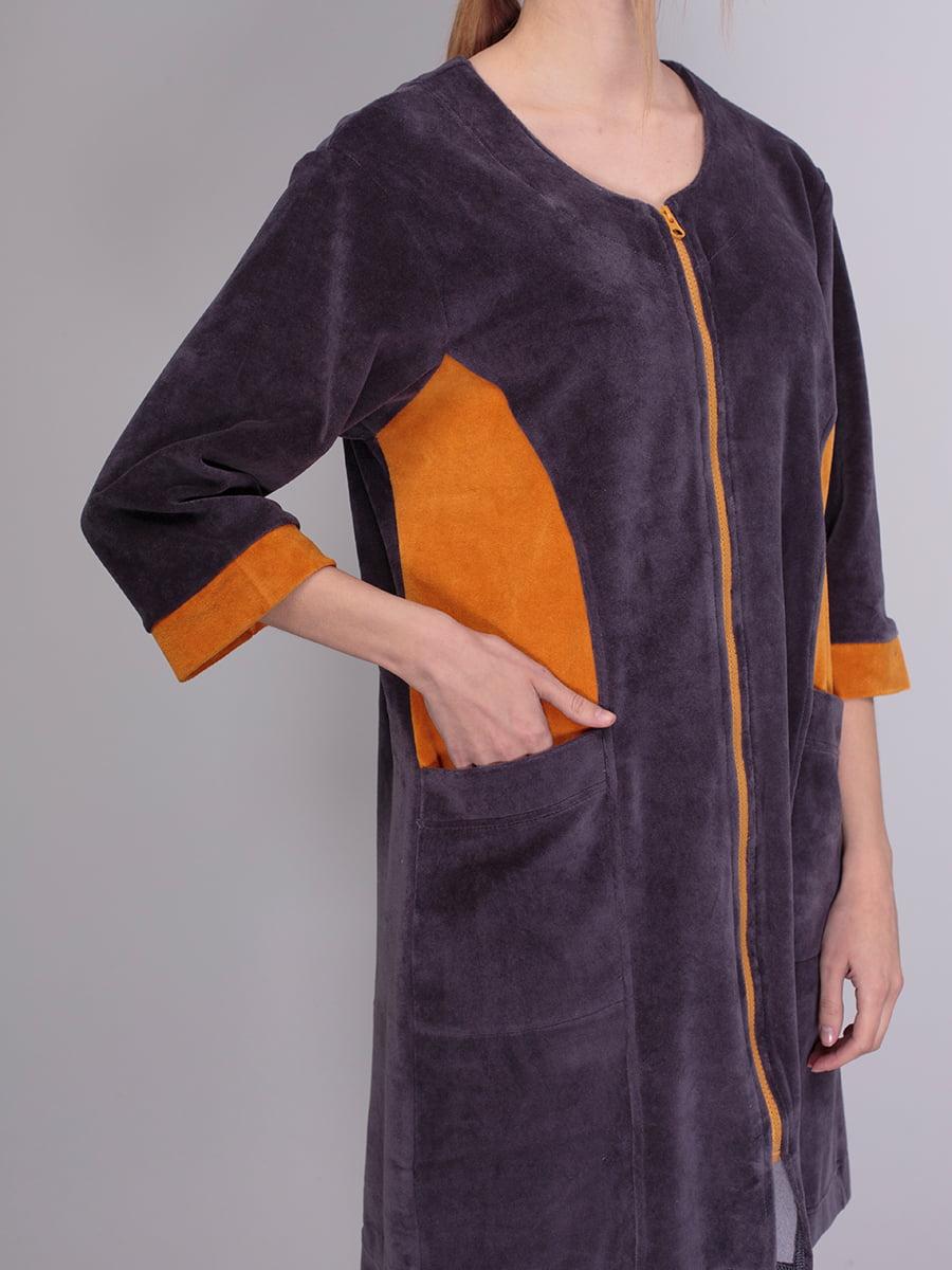 Халат фиолетово-коричневого цвета с контрастными вставками | 4083709 | фото 3