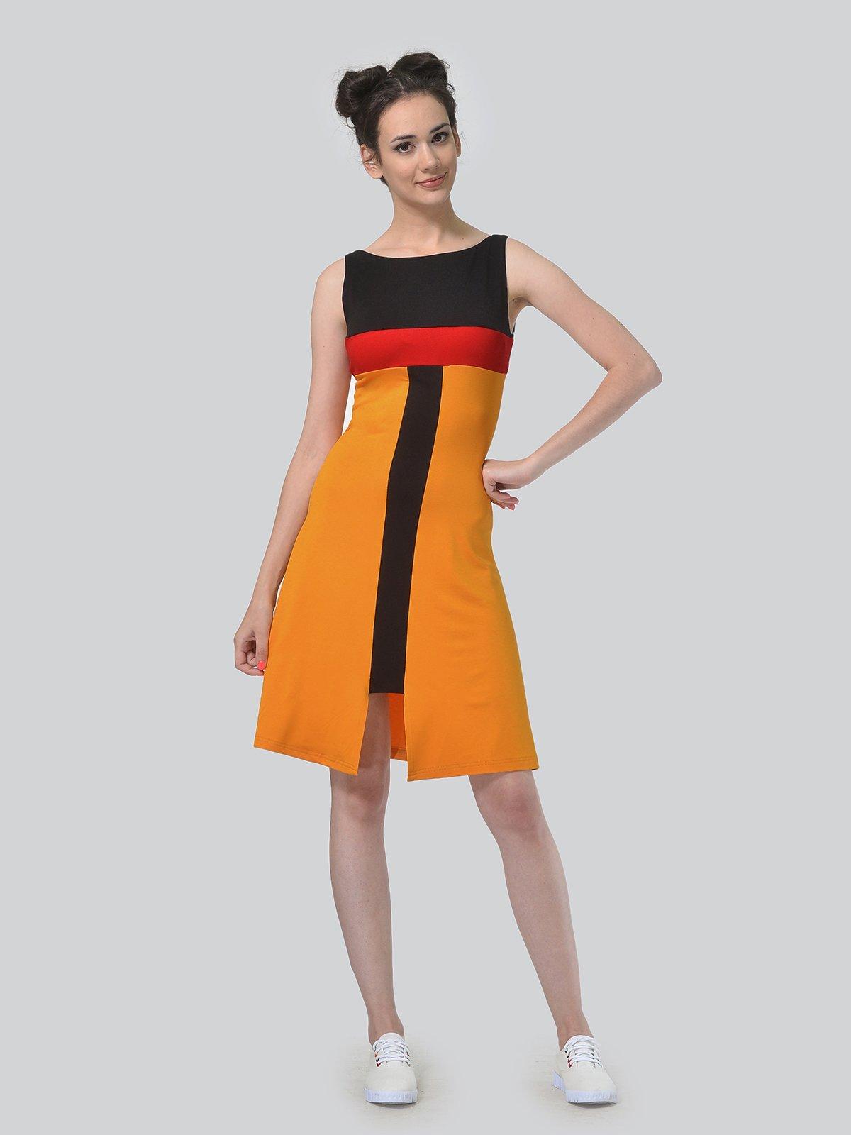 Платье горчичного цвета с контрастными вставками   4142171