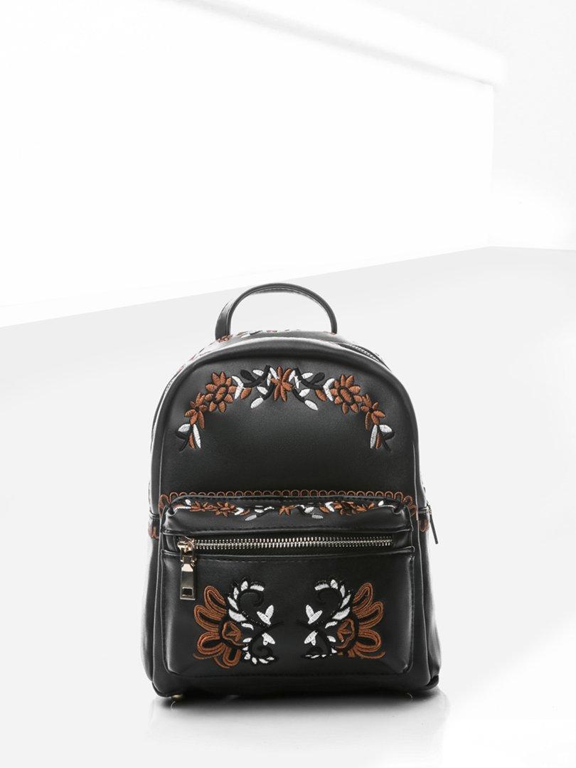 Рюкзак черный с вышивкой | 4187420