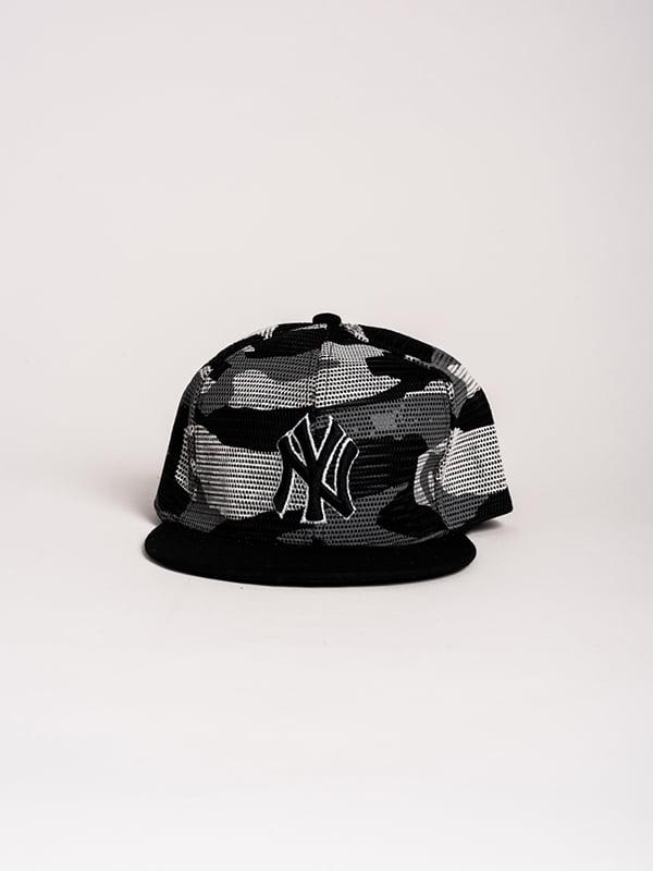 Бейсболка черная в принт | 4298653