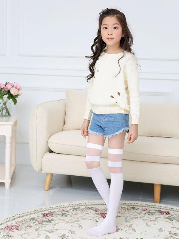 Девушки в шортиках и белых носочки — pic 4