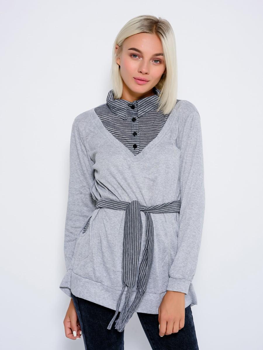 Джемпер сірий зі стилізованою блузою в клітинку | 4479618