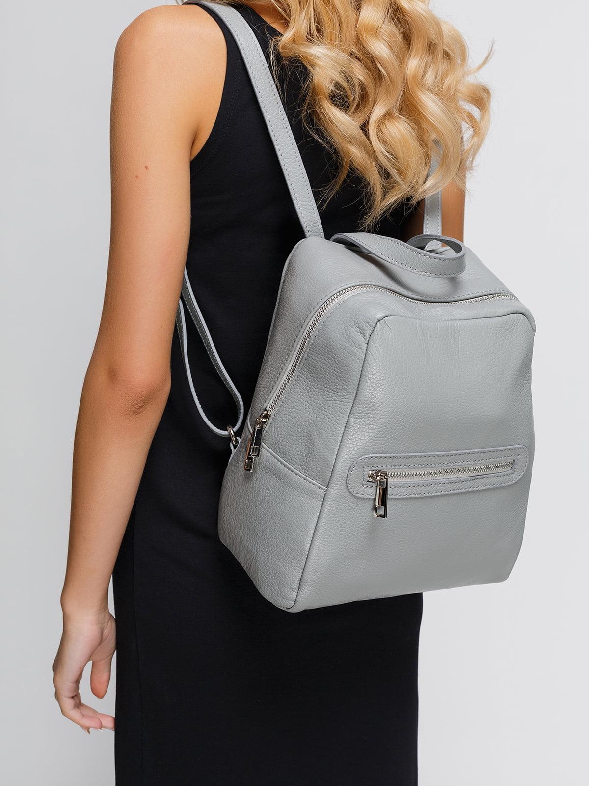 Рюкзак серого цвета   4533393