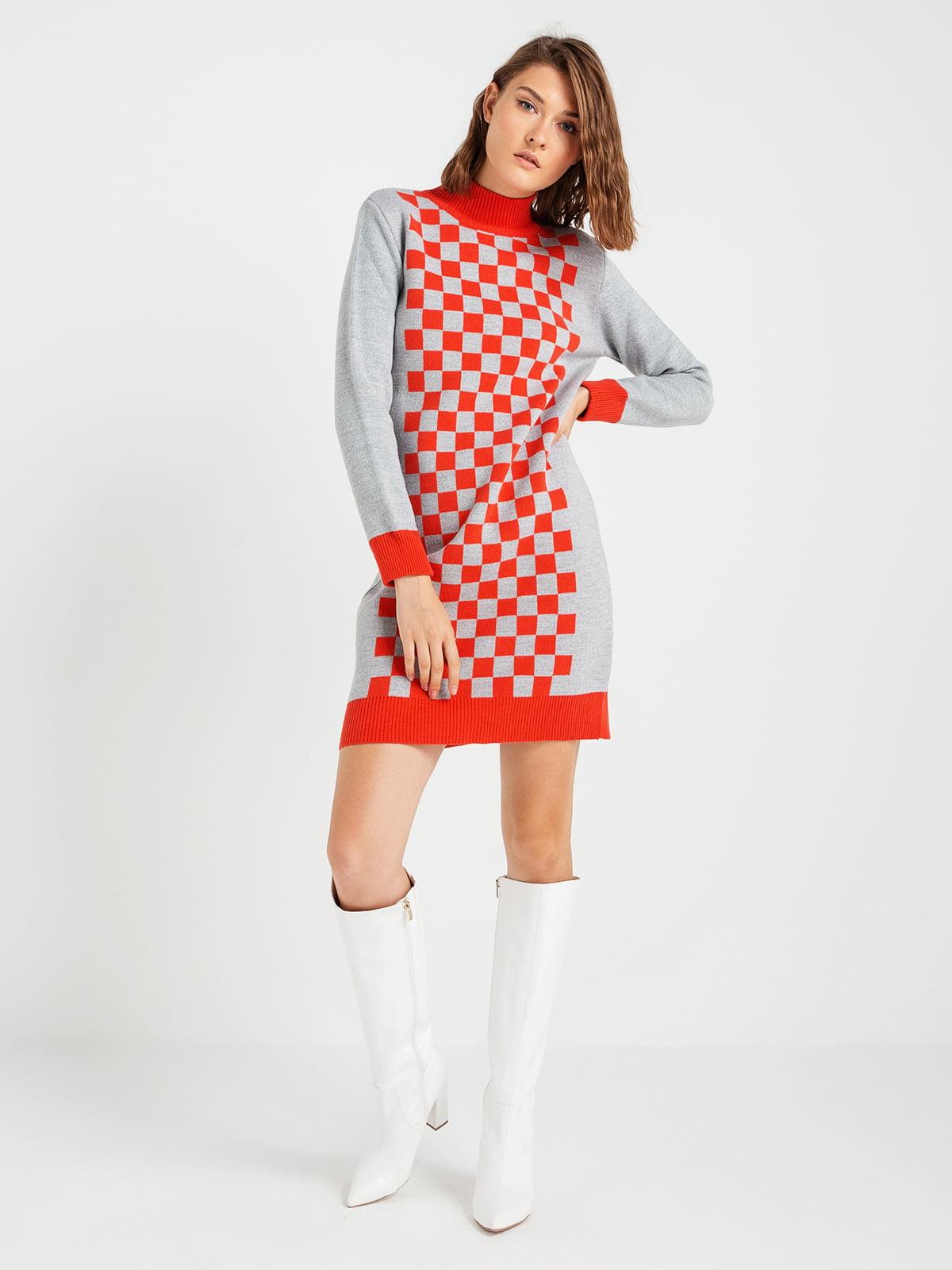 Сукня сіро-червона з шахову клітинку   4574914