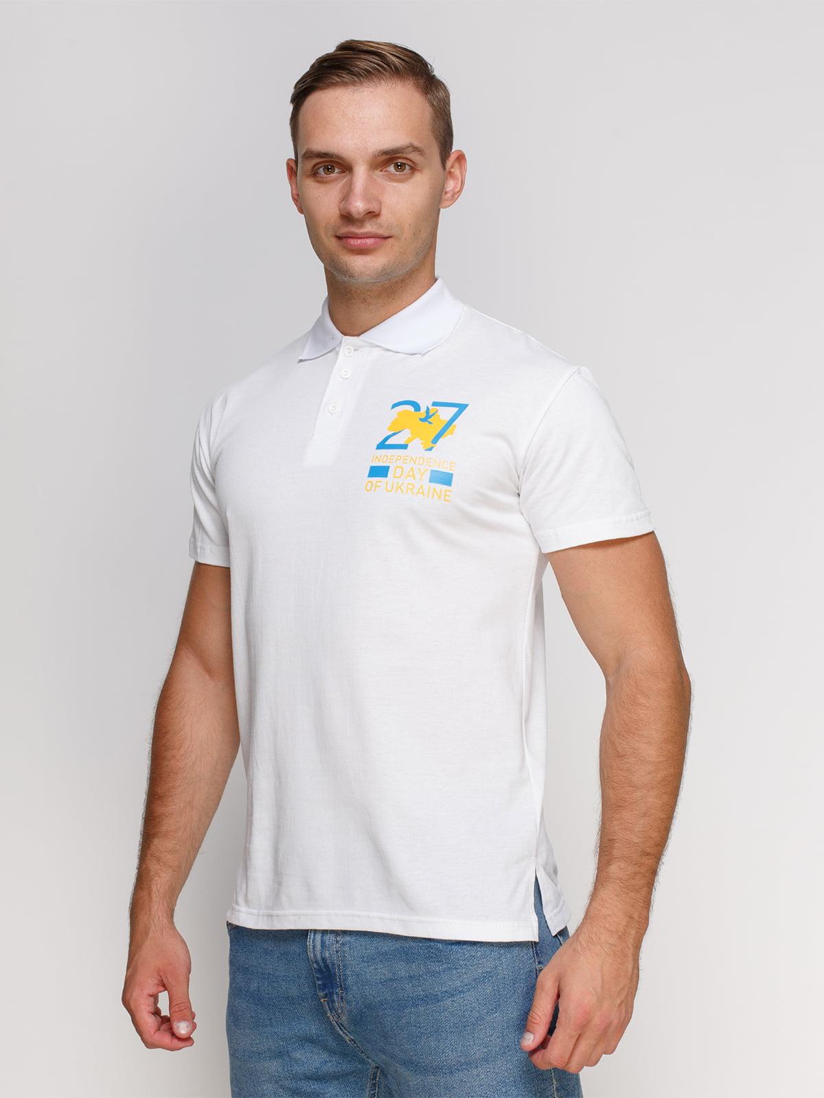 Футболка-поло белая с принтом   4578456