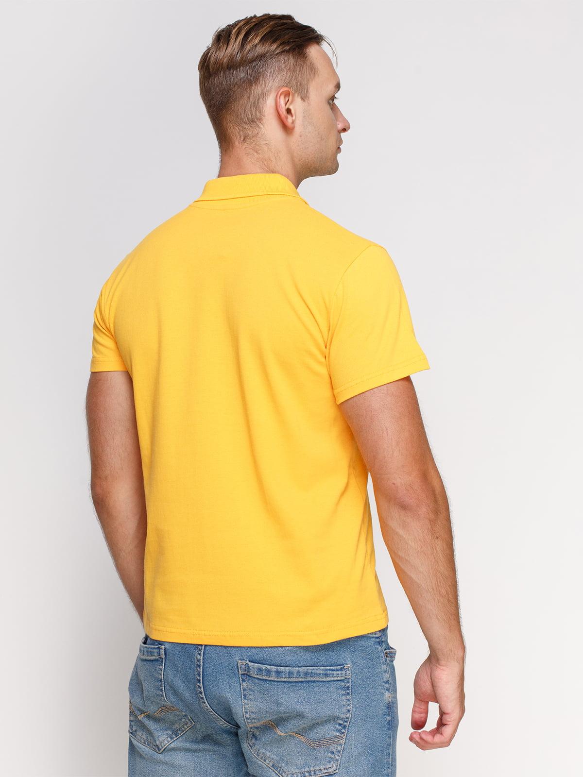 Футболка-поло желтая с принтом | 4578502 | фото 2