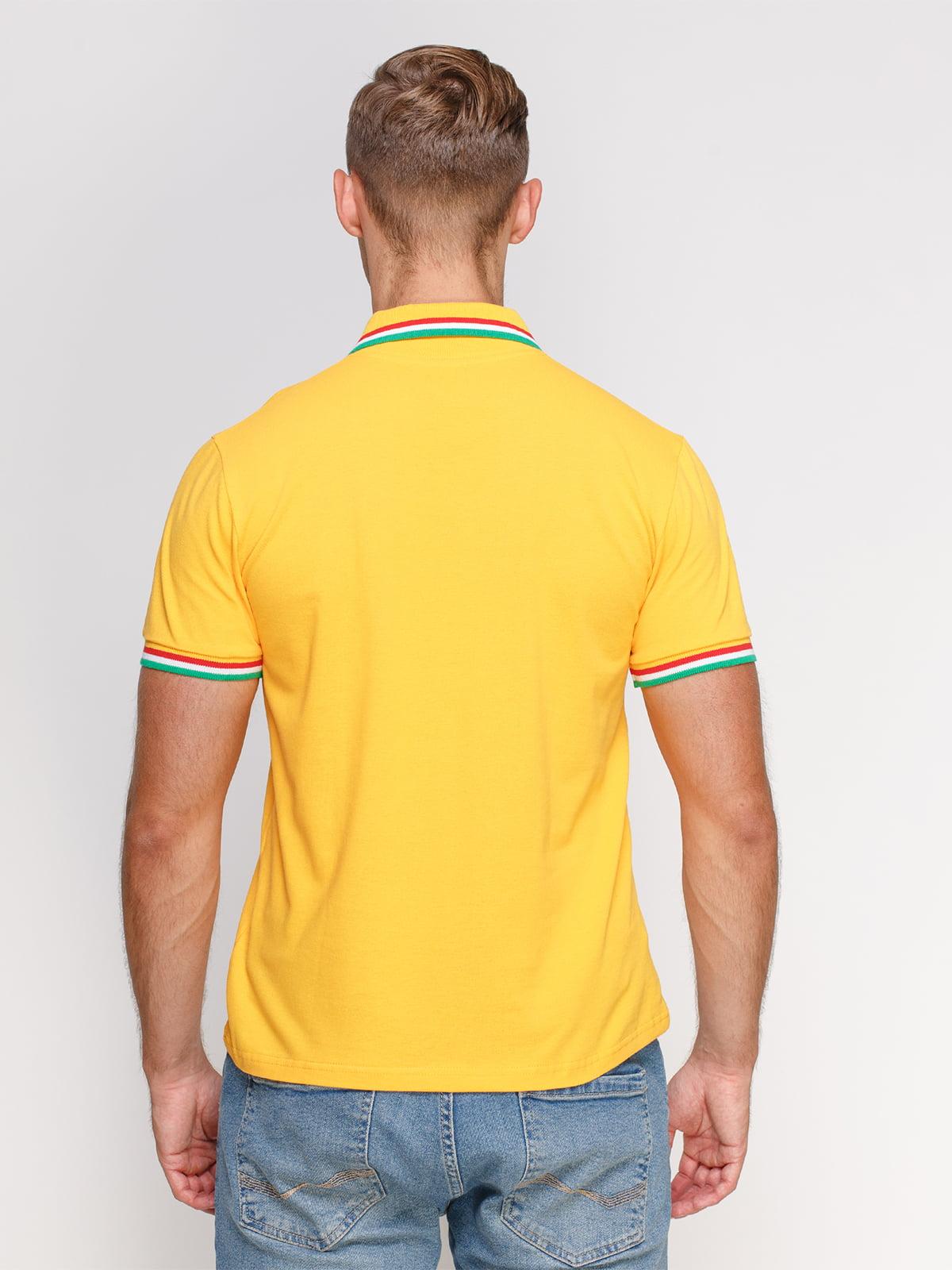 Футболка-поло желтая с принтом   4578477   фото 2