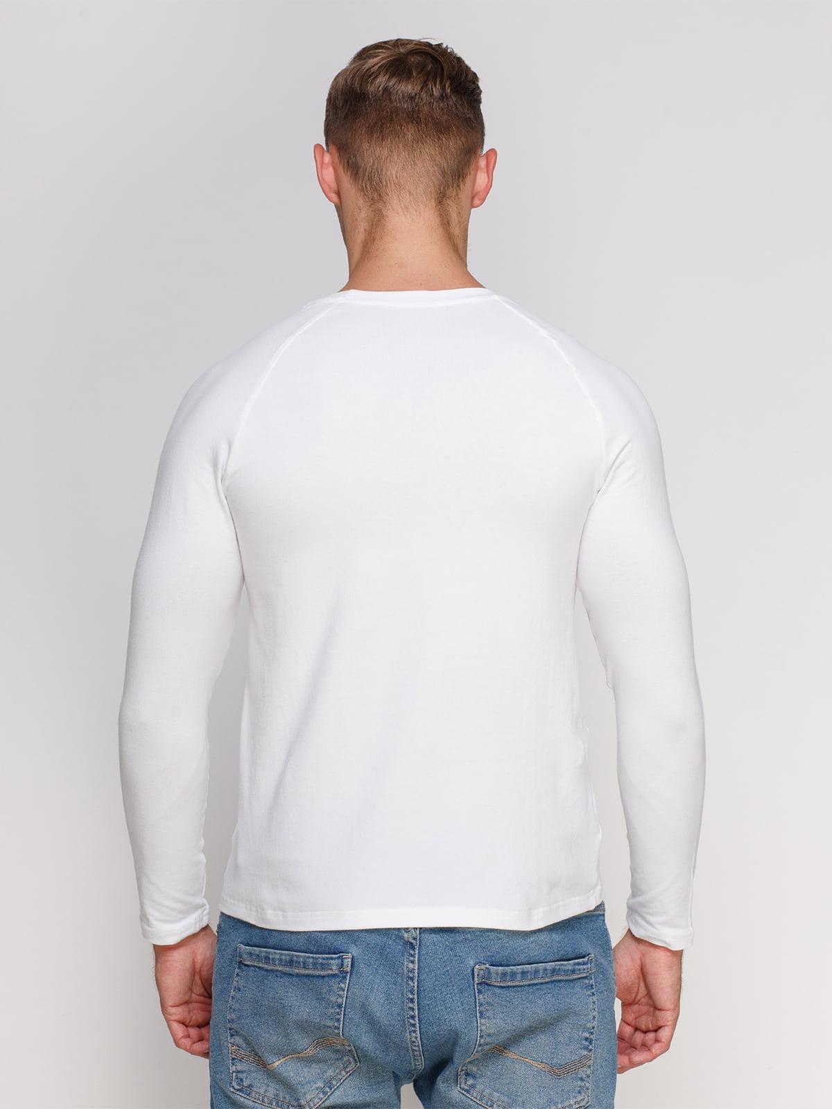 Лонгслив белый с принтом | 4578409 | фото 2