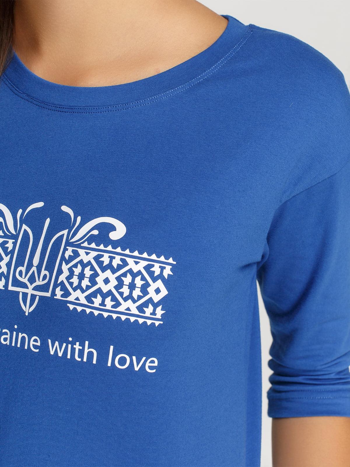 Лонгслив синий с принтом | 4578165 | фото 3