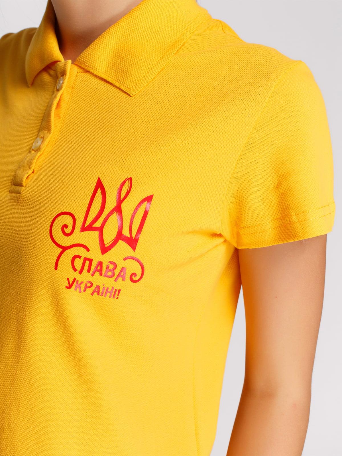 Футболка-поло желтая с принтом | 4578491 | фото 3