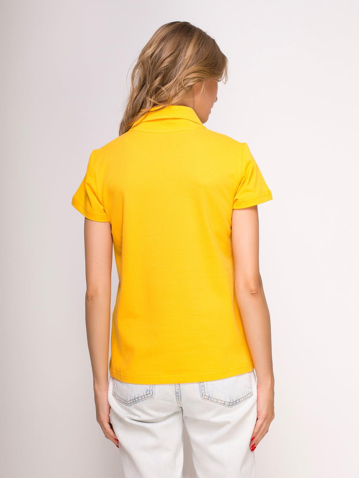 Футболка-поло желтая с принтом | 4583032 | фото 2