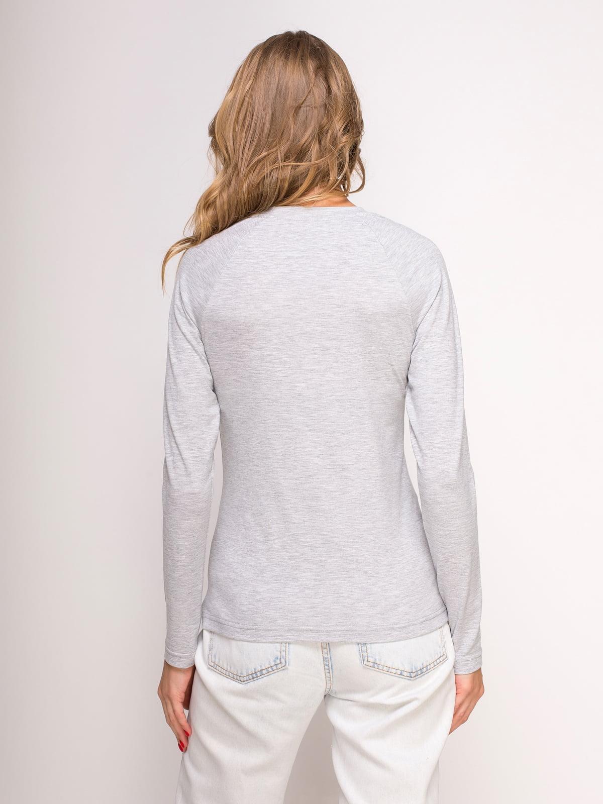 Лонгслив серый меланжевый с принтом | 4583076 | фото 2