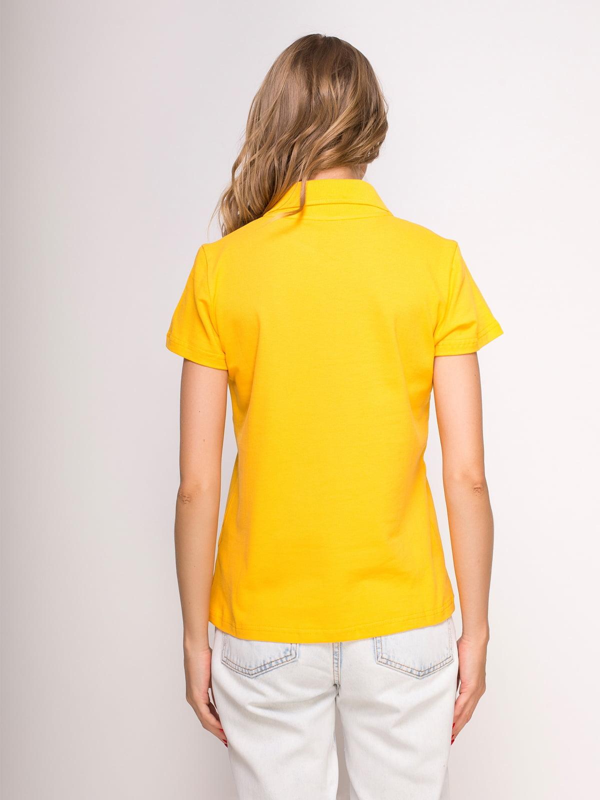 Футболка-поло желтая с принтом | 4583033 | фото 2