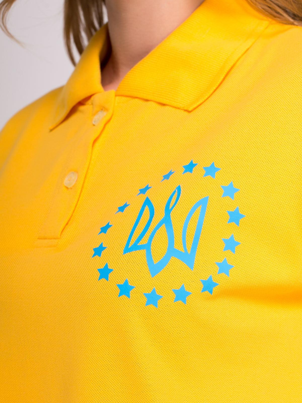 Футболка-поло желтая с принтом | 4583033 | фото 3