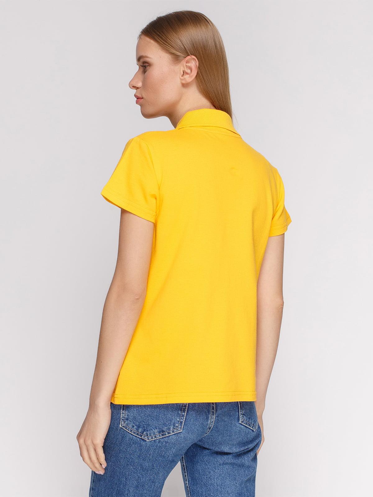 Футболка-поло желтая с принтом   4578611   фото 2