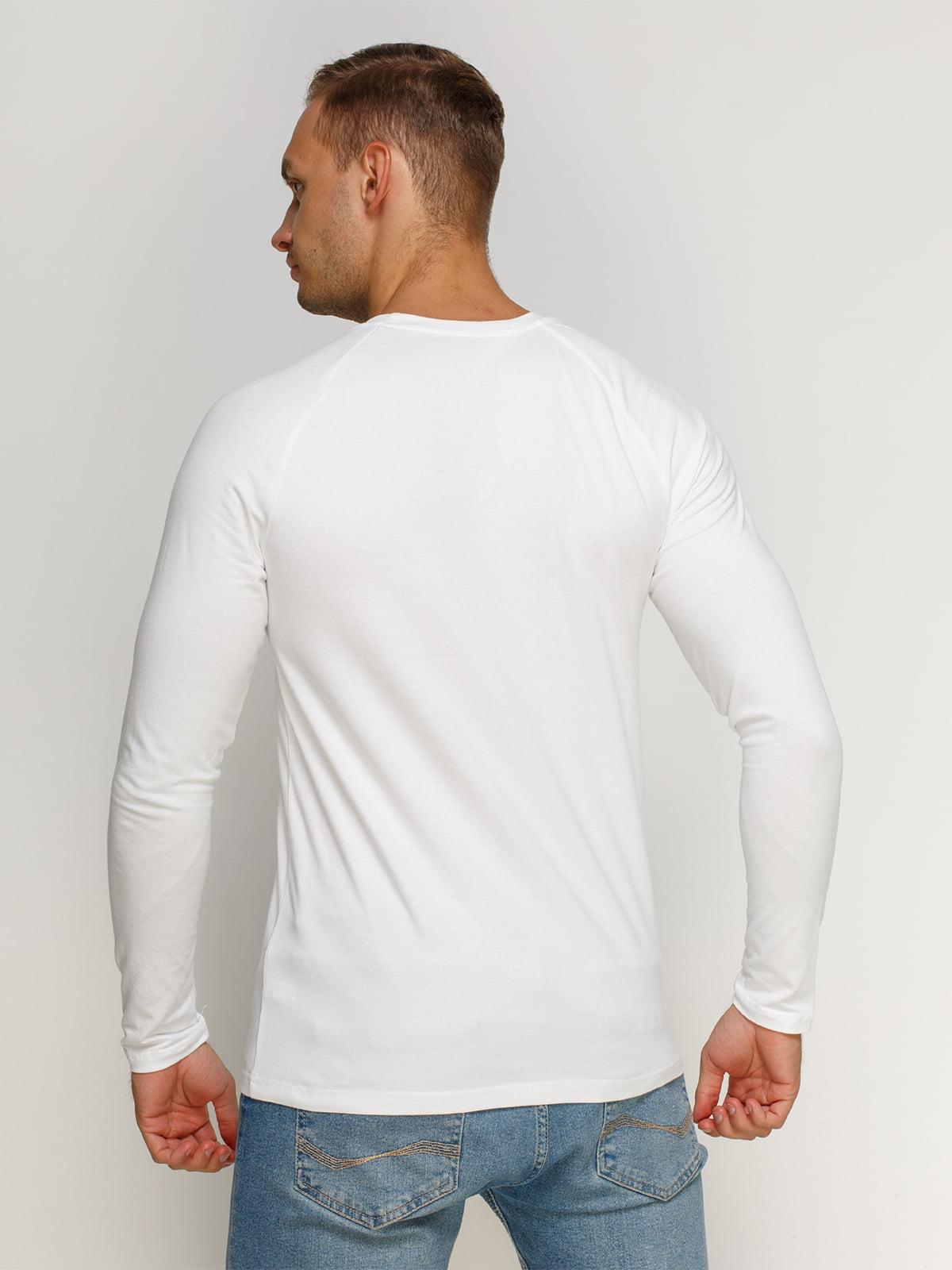 Лонгслив белый с принтом | 4578389 | фото 2