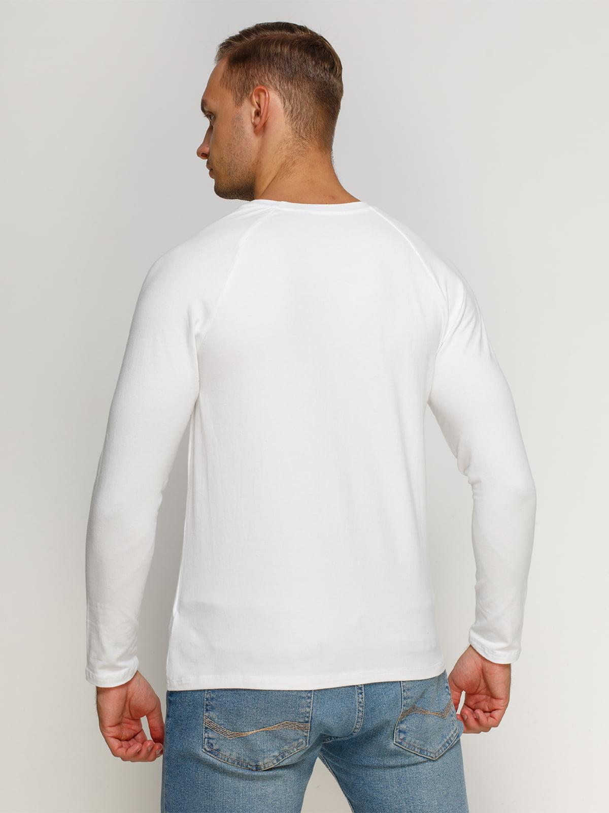 Лонгслив белый с принтом | 4578705 | фото 2