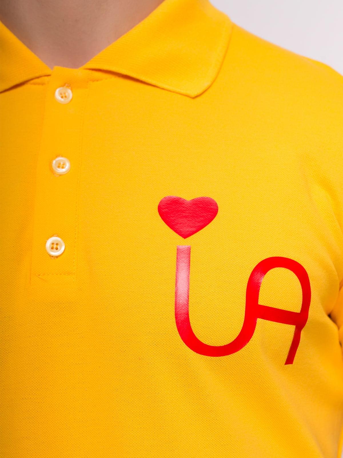 Футболка-поло желтая с принтом | 4583040 | фото 3