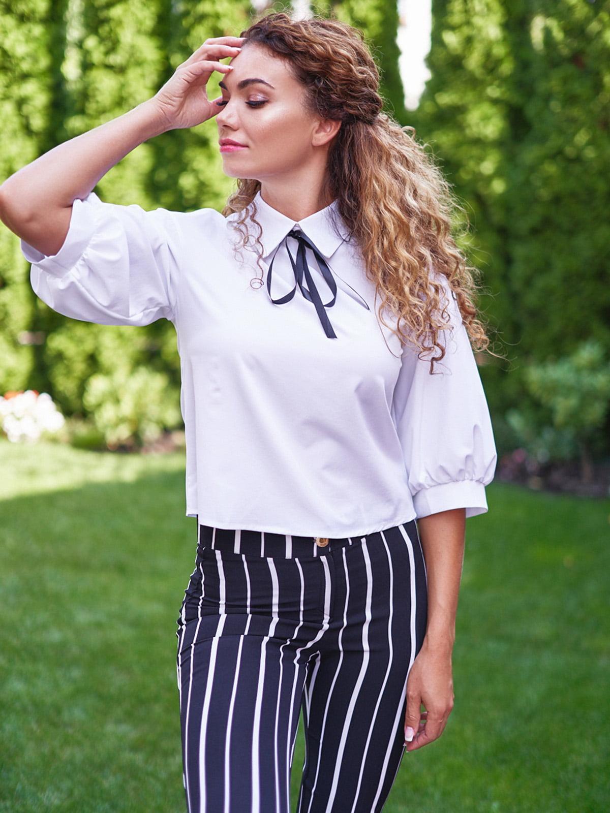 Блуза з декоративним бантом білого кольору | 4555869