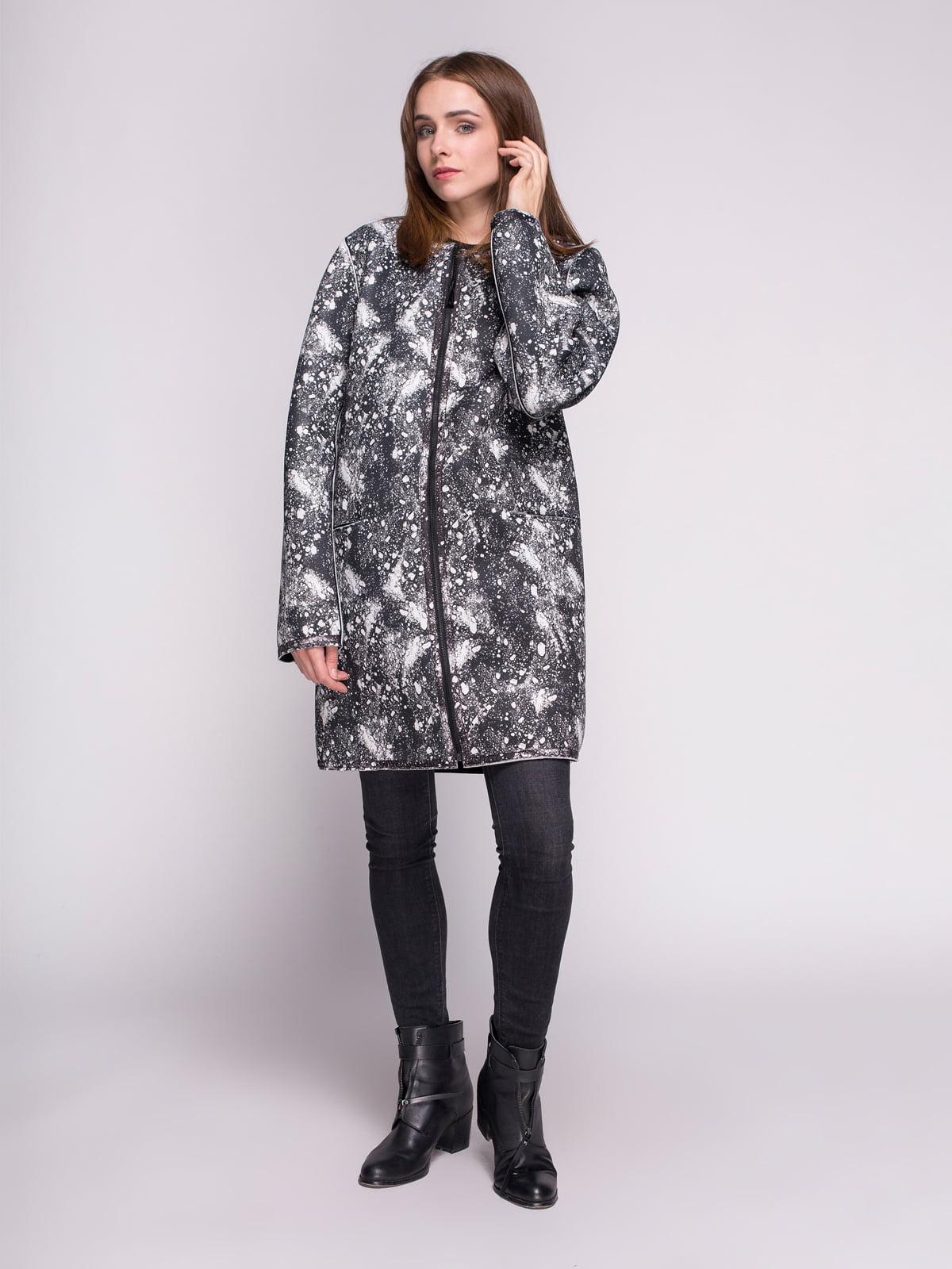 Пальто черное в принт | 4456346 | фото 2