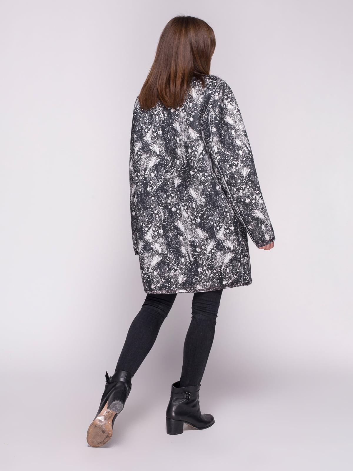 Пальто черное в принт | 4456346 | фото 3